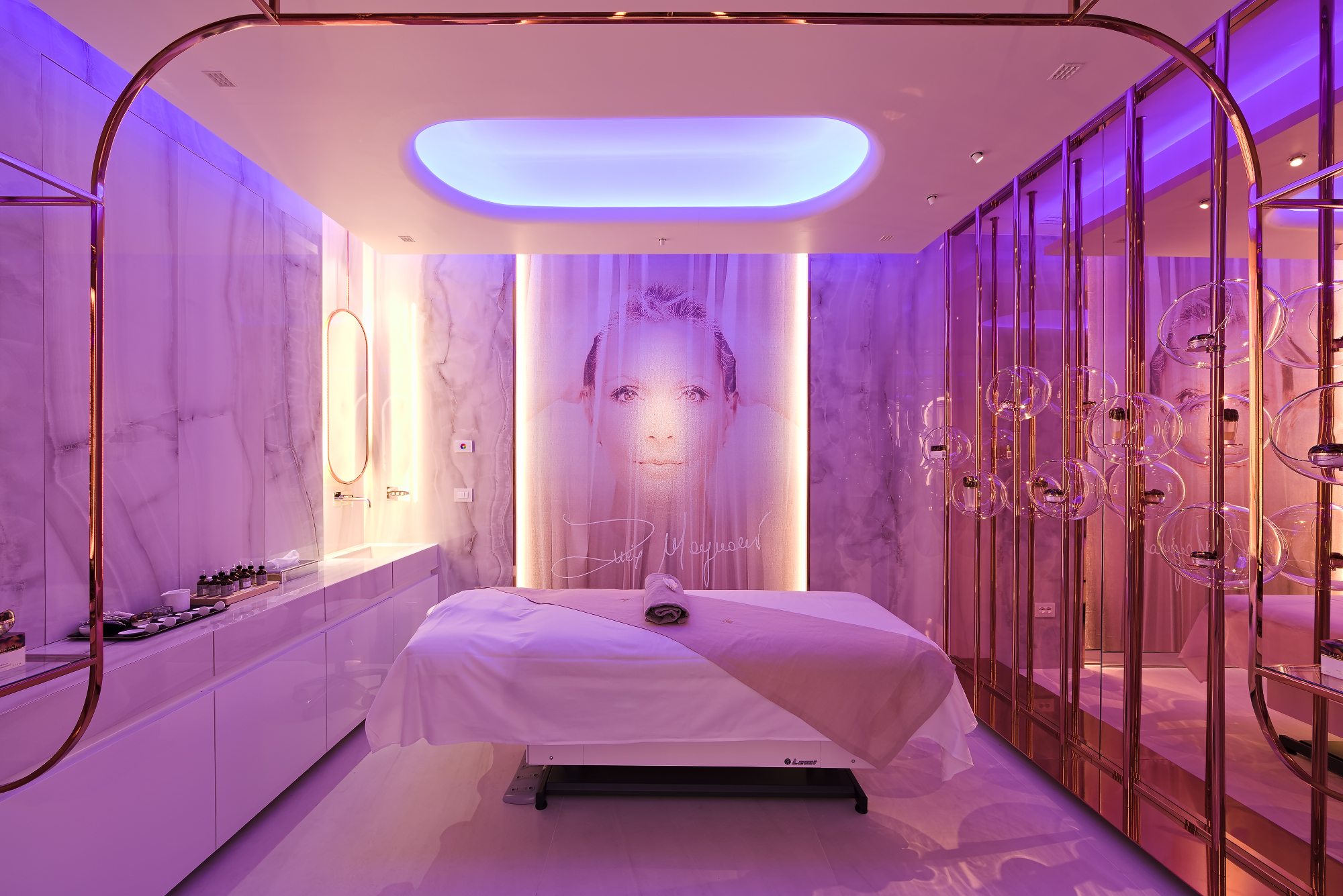 Lucia Magnani skincare face treatments room with chromotherapy and glass spheres for products exposition